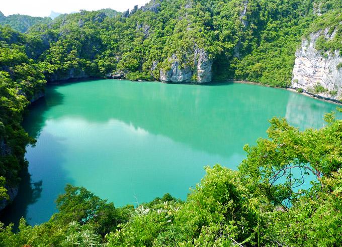 angthong-marine-park-emerald-lake