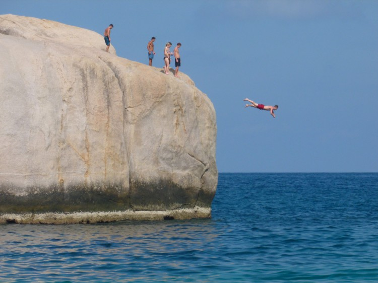 koh-tao-cliff-diving-jumpingtenote